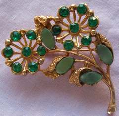 GREEN_STONE_FLORAL_BROOCH_FRONT